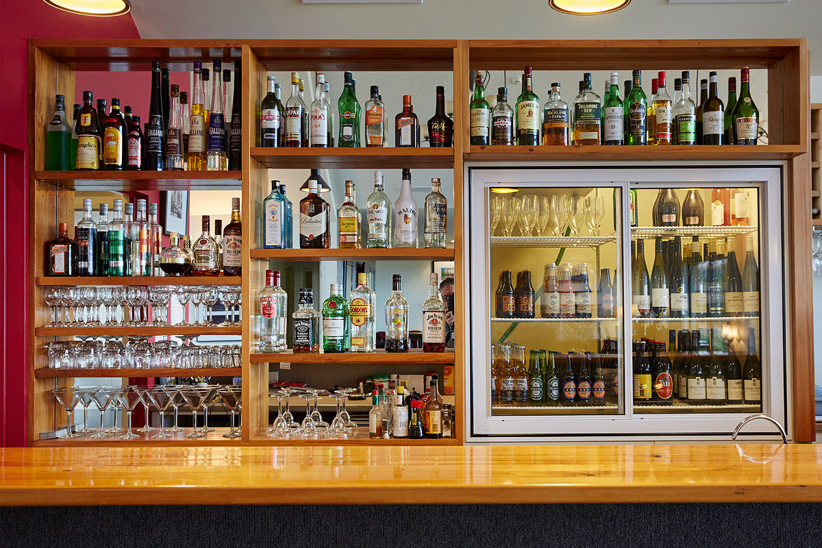Restaurant display shelves