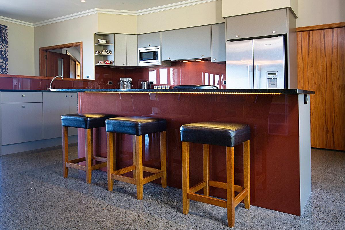 kitchen bench with breakfast bar